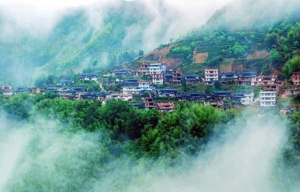 和绿色的风景,被评为中国最美县城.